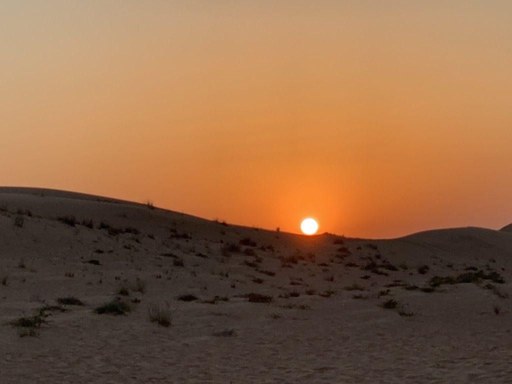coucher de soleil désert dubaï