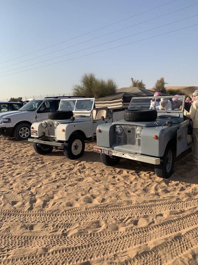 land rover defender désert dubaï